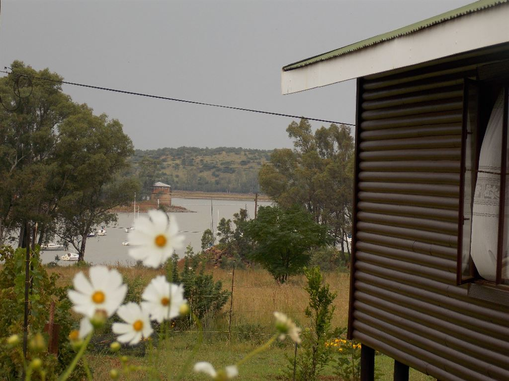 Timber Home With a View On The Vaal Dam
