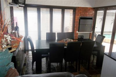 Cashan And Ext property for sale. Ref No: 13315509. Picture no 11