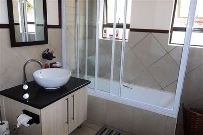 Cashan And Ext property for sale. Ref No: 13315509. Picture no 21