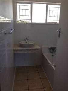 Grahamstown property for sale. Ref No: 13312449. Picture no 14