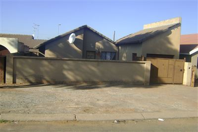 Chiawelo Ext 2 property for sale. Ref No: 13317921. Picture no 1