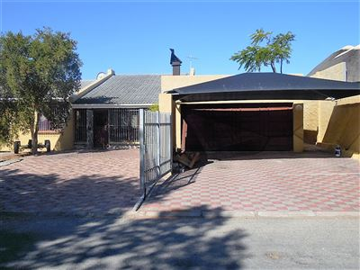 Property and Houses for sale in Velddrif, House, 4 Bedrooms - ZAR 1,350,000