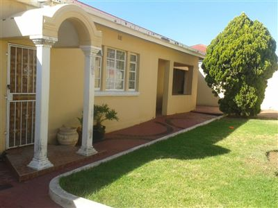 Johannesburg, South Hills Property  | Houses For Sale South Hills, South Hills, House 2 bedrooms property for sale Price:680,000