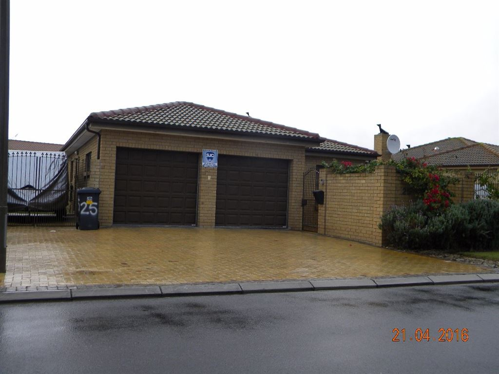 Face brick house for sale in Sonkring Brackenfell