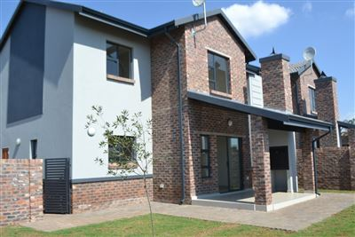 Townhouse for sale in Heuwelsig Estate