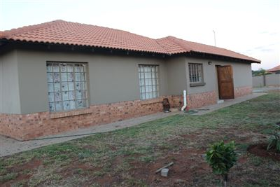 Rustenburg, Waterkloof East Property  | Houses For Sale Waterkloof East, Waterkloof East, Townhouse 3 bedrooms property for sale Price:1,145,000