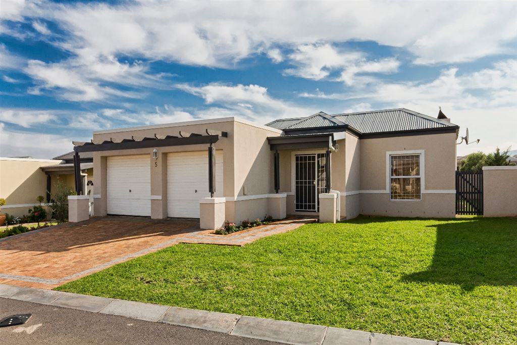 Popular Fernwood Estate with Manned 24-hour Security