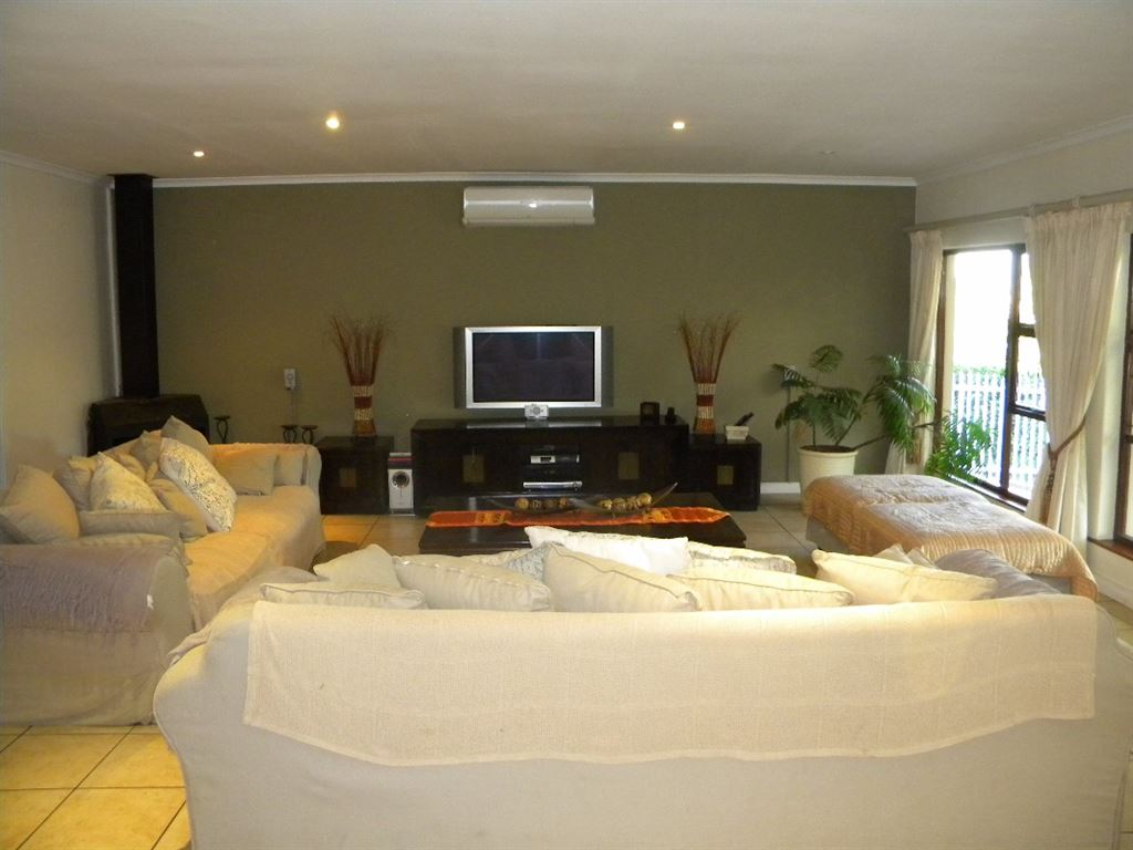 Spacious family house for sale Sonstraal Durbanville