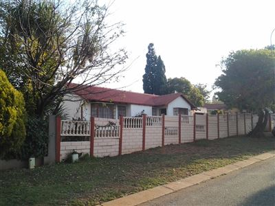 Centurion, Heuweloord Property  | Houses For Sale Heuweloord, Heuweloord, House 4 bedrooms property for sale Price:1,270,000