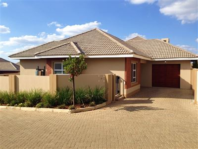 Bloemfontein, Lilyvale Property  | Houses For Sale Lilyvale, Lilyvale, Townhouse 3 bedrooms property for sale Price:1,391,000