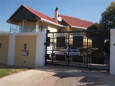 Property and Houses for sale in Gillview, House, 3 Bedrooms - ZAR 1,590,000
