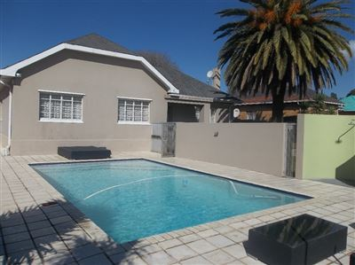Property and Houses for sale in Robertsham, House, 3 Bedrooms - ZAR 1,750,000