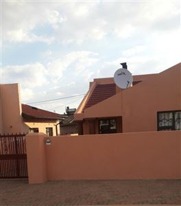 Dobsonville & Ext property for sale. Ref No: 13353161. Picture no 1