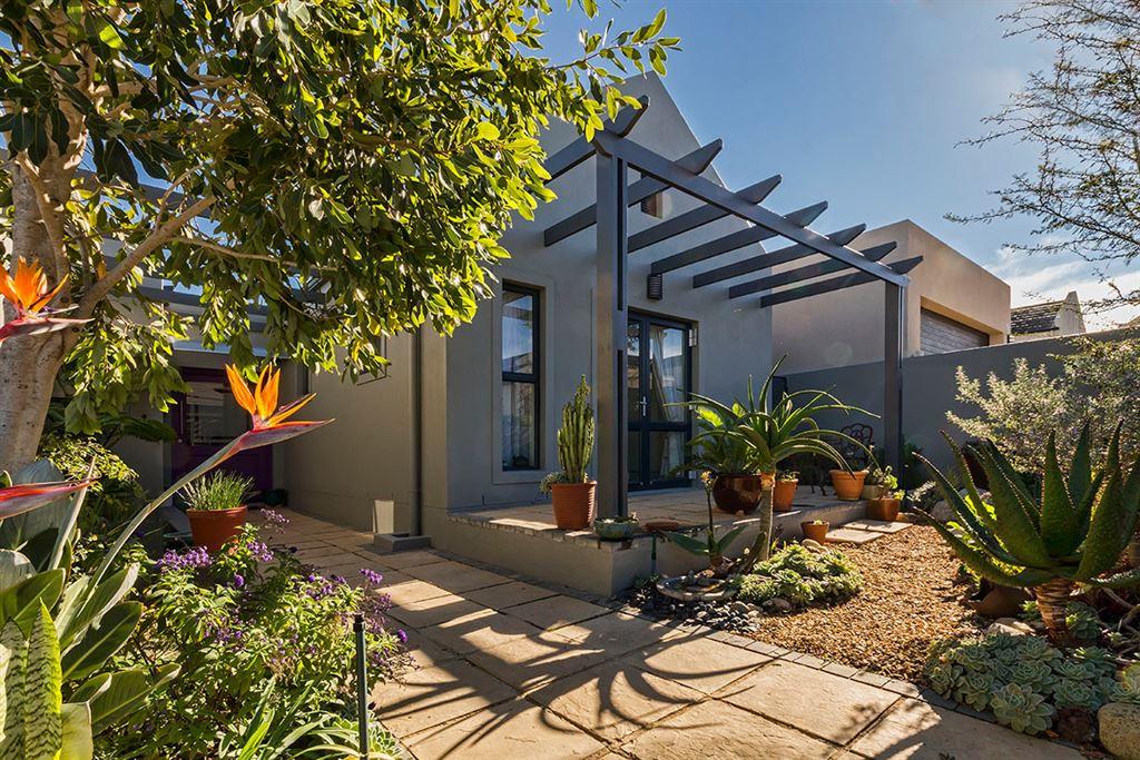Delightful Home with Pretty Garden