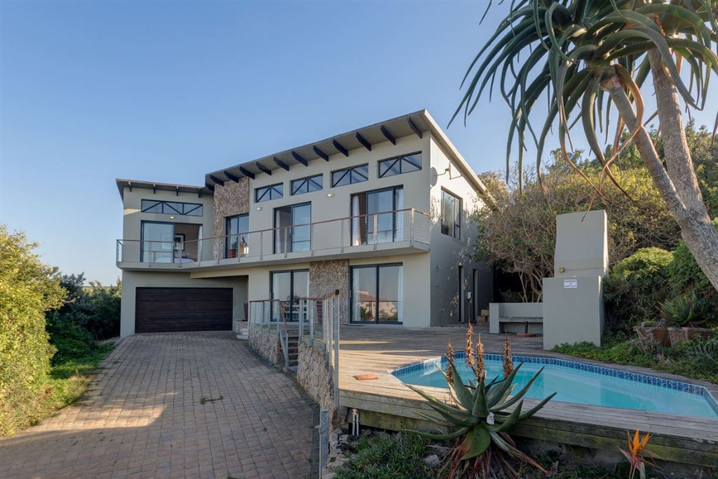 Four Bedroom Home on West Beach in Port Alfred