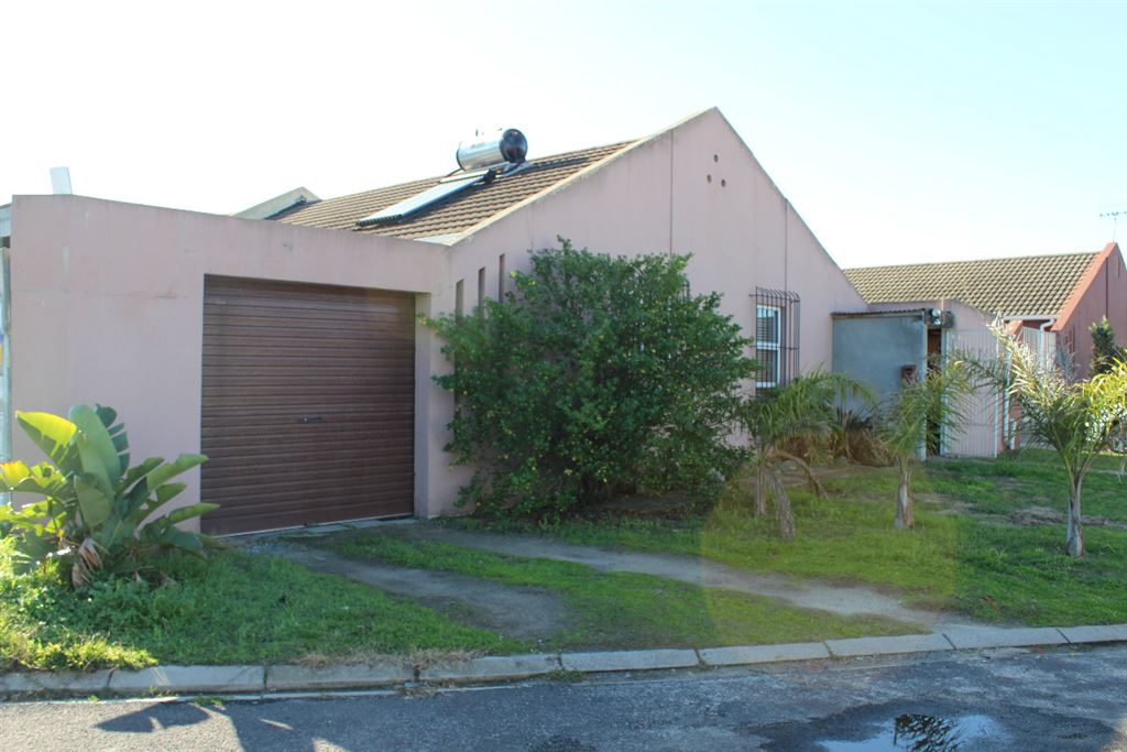 4 Bedroom Renovator, Peerless Park North, Kraaifontein