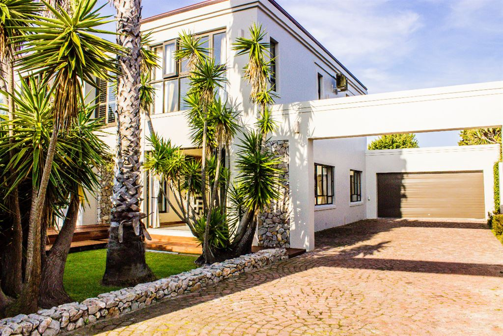 Summerstrand R5 300 000