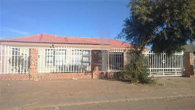 Bloemfontein, Lourierpark Property  | Houses For Sale Lourierpark, Lourierpark, House 3 bedrooms property for sale Price:800,000