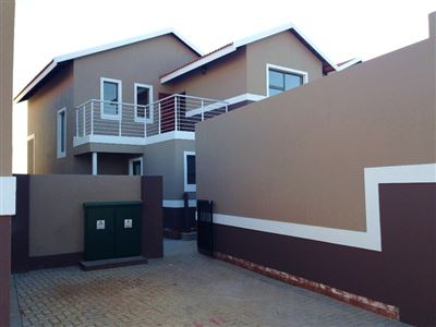 Bloemfontein, Bayswater Property  | Houses For Sale Bayswater, Bayswater, Townhouse 3 bedrooms property for sale Price:1,420,000