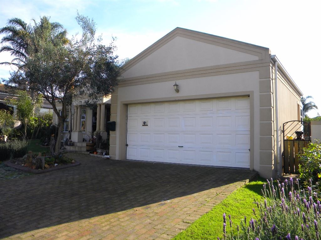 Family home for sale in security complex Kleinbron Estate