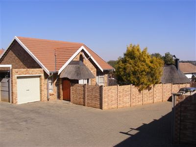 Bloemfontein, Fleurdal Property  | Houses For Sale Fleurdal, Fleurdal, Townhouse 2 bedrooms property for sale Price:780,000