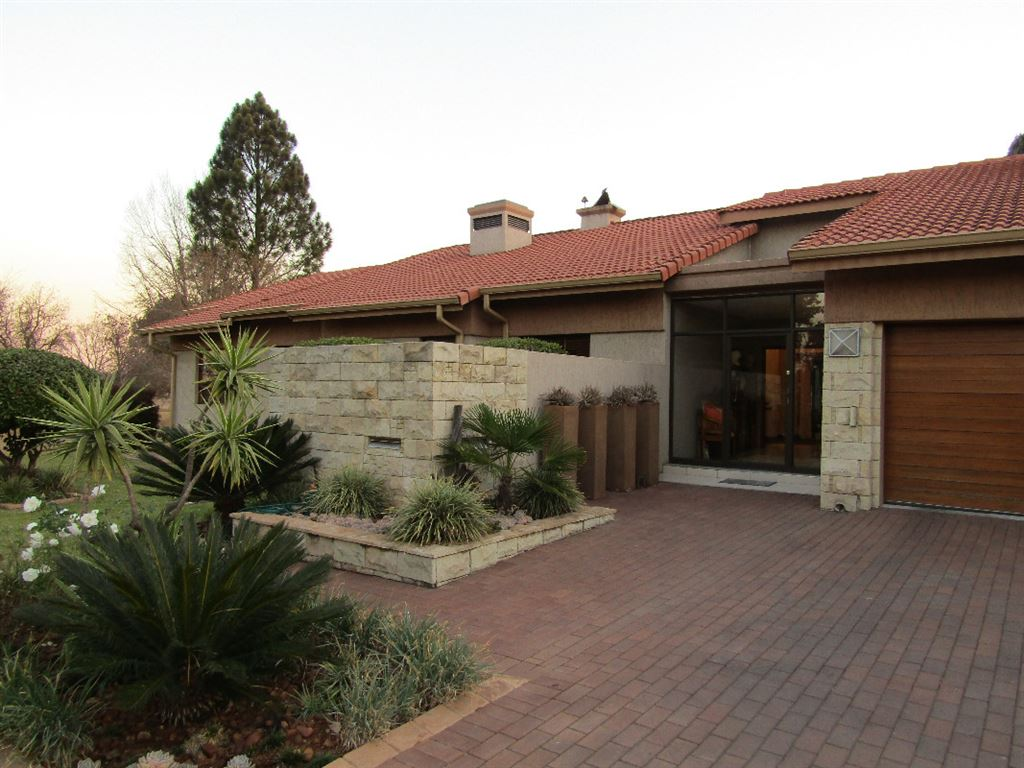 Immaculate & Appealing property in Golf Estate