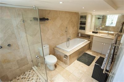 Camps Bay property to rent. Ref No: 13364959. Picture no 23