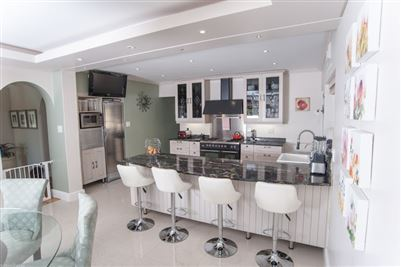 Camps Bay property to rent. Ref No: 13364959. Picture no 15