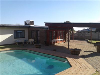 Witpoortjie & Ext for sale property. Ref No: 13366699. Picture no 2