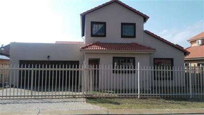 Rustenburg, Waterkloof East Property  | Houses For Sale Waterkloof East, Waterkloof East, Townhouse 4 bedrooms property for sale Price:1,411,150