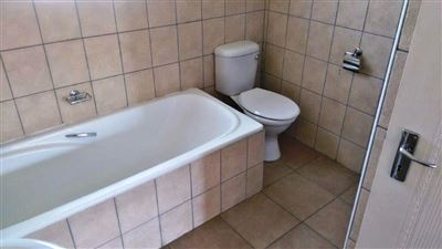 Waterkloof East property for sale. Ref No: 13367444. Picture no 20