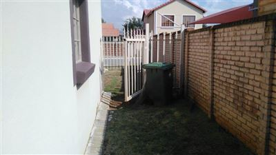Waterkloof East property for sale. Ref No: 13367444. Picture no 22