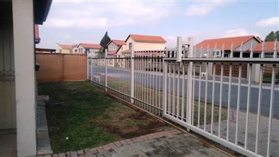 Waterkloof East property for sale. Ref No: 13367444. Picture no 23