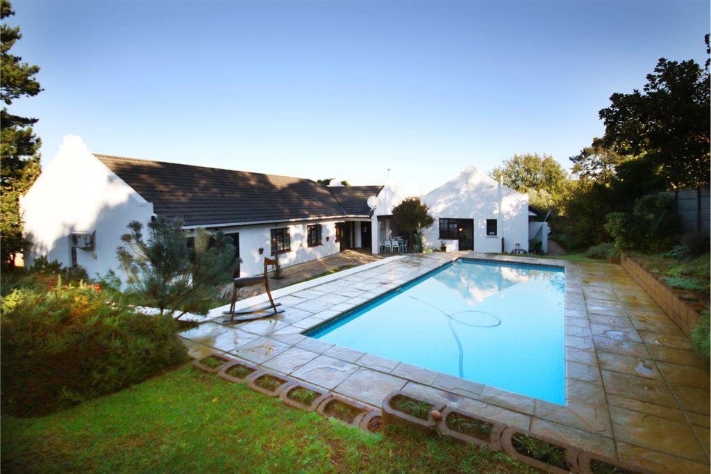 Stunning Cape Dutch home close to Schools