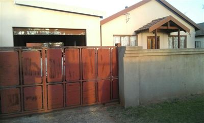 Property and Houses for sale in Vosloorus, House, 3 Bedrooms - ZAR 600,000