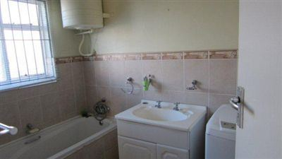 South End property to rent. Ref No: 13398422. Picture no 6