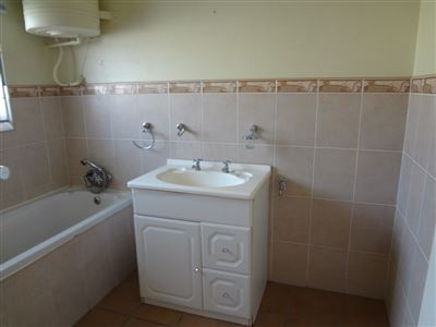 South End property to rent. Ref No: 13398422. Picture no 5