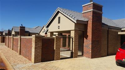 Potchefstroom, Van Der Hoff Park Property  | Houses To Rent Van Der Hoff Park, Van Der Hoff Park, Townhouse 3 bedrooms property to rent Price:, 11,00*
