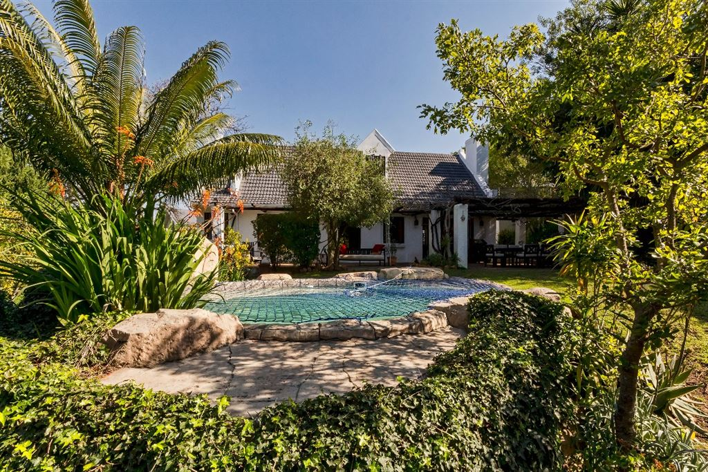 Beautiful tranquil family home in sought after Parel Vallei