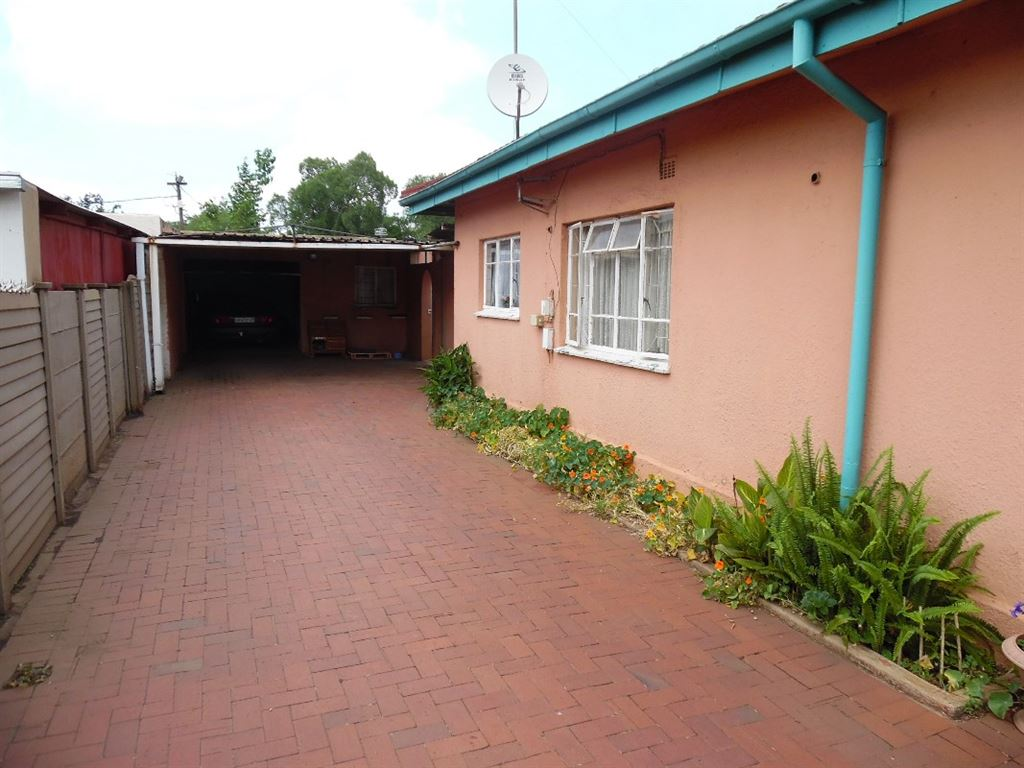 3 Bedroom house with pool for sale in CW2, Vanderbijlpark