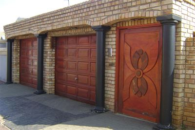 House for sale in Pimville