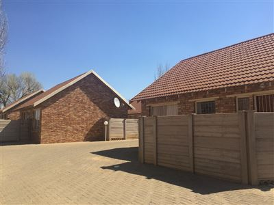 Bloemfontein, Riversdale Midway Property  | Houses For Sale Riversdale Midway, Riversdale Midway, Townhouse 2 bedrooms property for sale Price:480,000