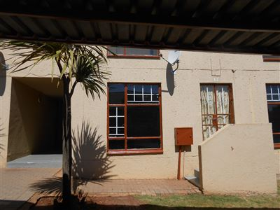 Roodepoort, Lindhaven & Ext Property  | Houses For Sale Lindhaven & Ext, Lindhaven & Ext, Townhouse 2 bedrooms property for sale Price:395,000