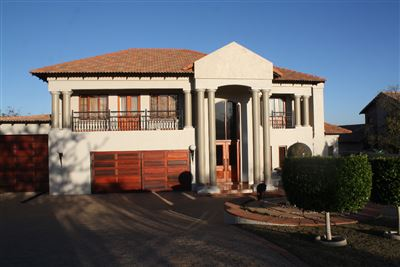 Pebble Rock Golf Village property for sale. Ref No: 13380860. Picture no 1