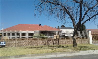 Johannesburg, Rewlatch Property  | Houses For Sale Rewlatch, Rewlatch, House 3 bedrooms property for sale Price:887,875