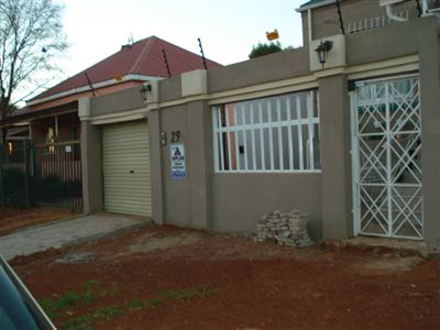 Roodepoort, Roodepoort North Property  | Houses For Sale Roodepoort North, Roodepoort North, House 2 bedrooms property for sale Price:680,000