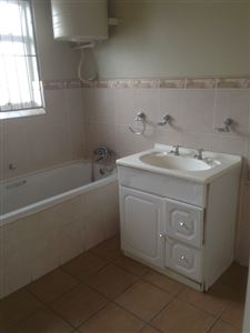 South End property to rent. Ref No: 13398422. Picture no 16