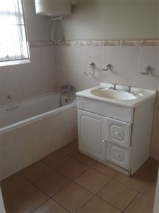 South End property to rent. Ref No: 13398422. Picture no 17