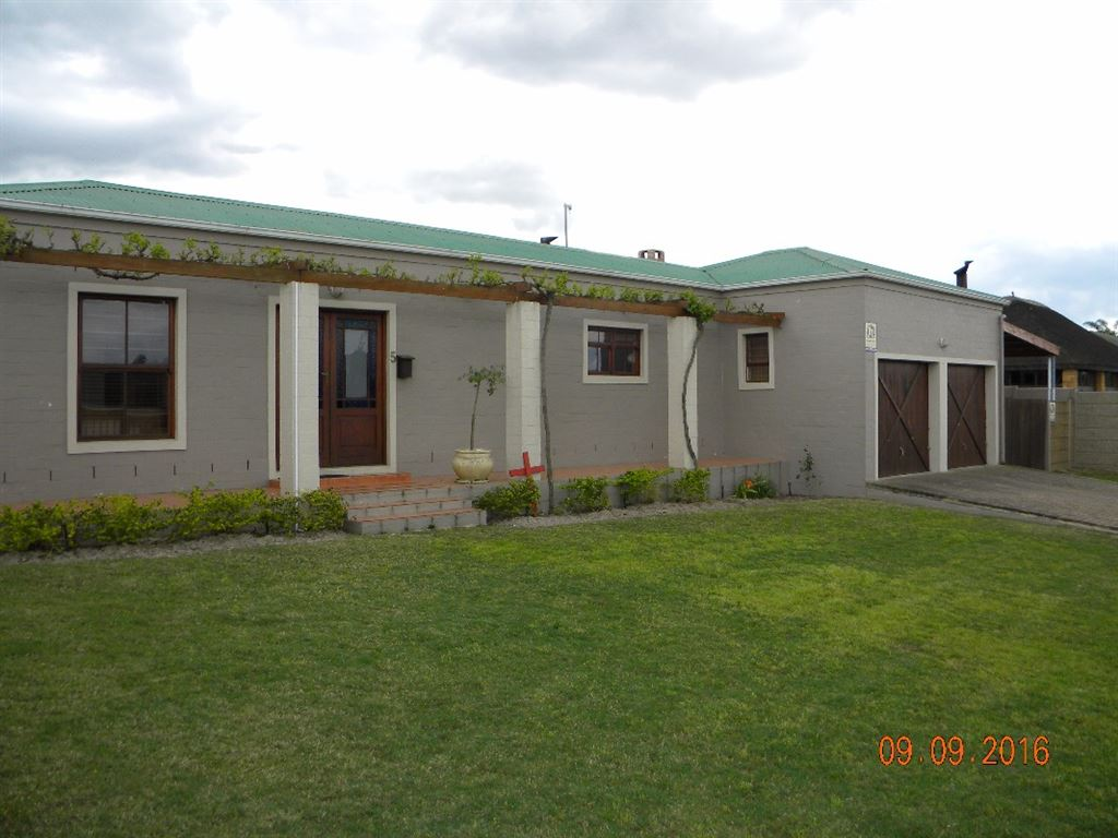 Country style houese for sale in Protea Heights, Brackenfell