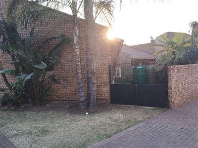 Townhouse for sale in Witbank And Ext